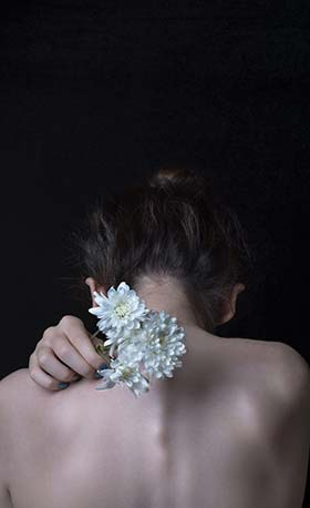 Her bones smelled like petals of roses... Poetry